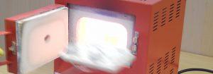 Ab in den Ofen: Artclay Silber wird bei auf über 850 Grad erhitzt