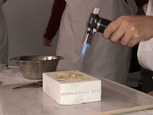 Mit dem Handbrenner lassen sich Artclay Silber Schmuckstücke brennen